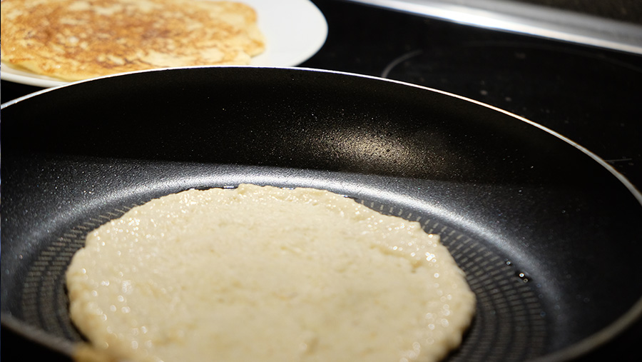 Rezept_Vegane Pancakes_Haferflocken Banane_Pfanne_ernaehrung-bewegt-dich